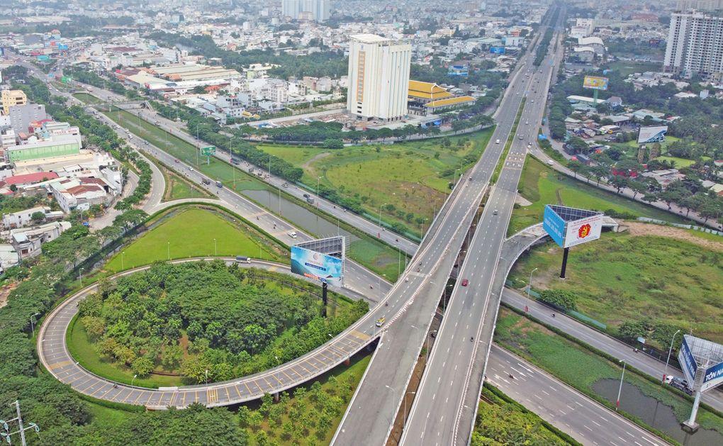 Đề xuất đầu tư 6 tuyến đường nối TP HCM với Long An