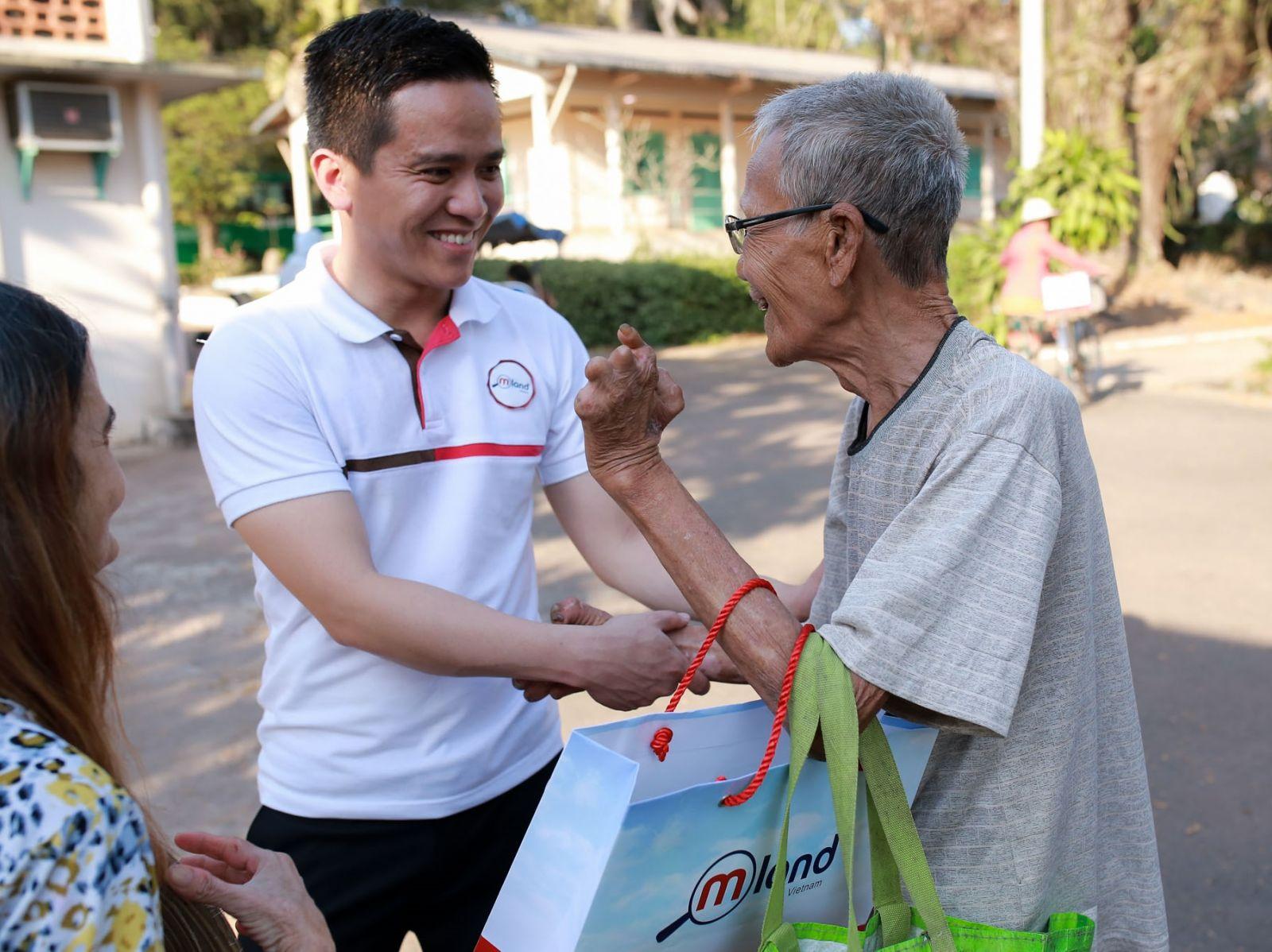 MLAND Vietnam quan tâm chăm sóc bệnh nhân nghèo